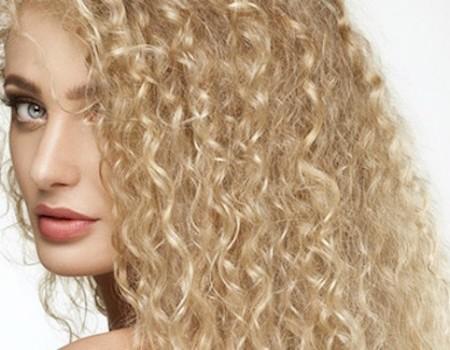 13 Anti-Frizz Tips Voor Krullend Haar