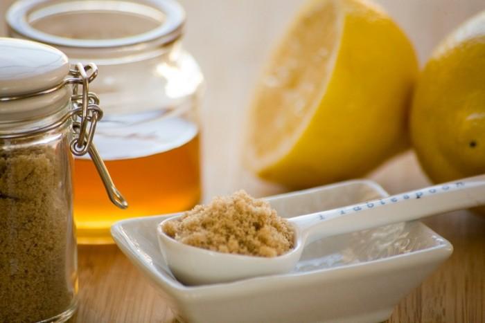 DIY Honing Citroen en Suiker Face Scrub