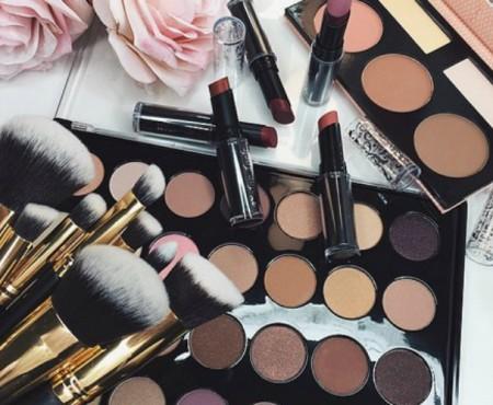 De Houdbaarheid Van Make-Up