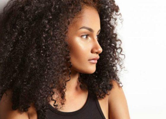 5 Ingrediënten Die De Elasticiteit Van Je Haar Verbeteren